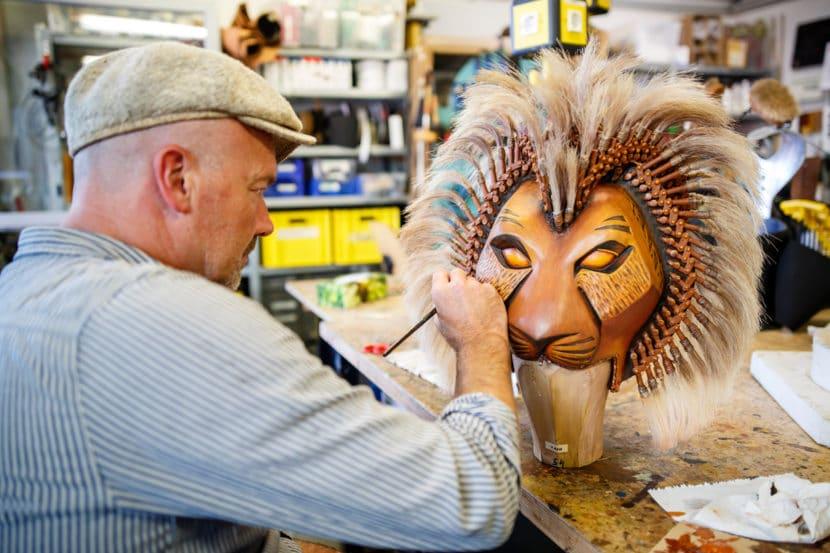 Kostüme und Masken König der Löwen